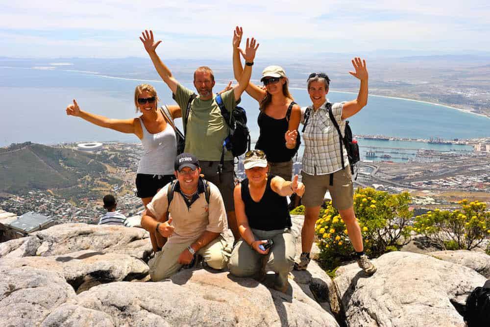Happy Reizigers Vanaf De Tafelberg Kaapstad