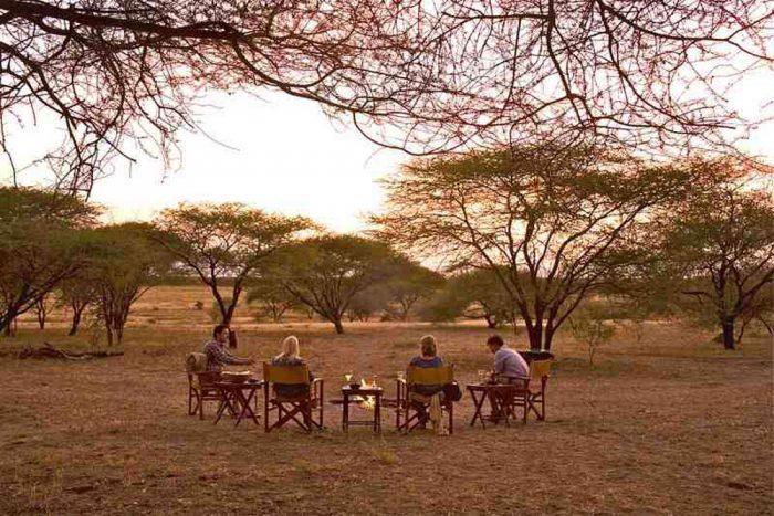 Gezellig rond het kampvuur Manyara Ranch